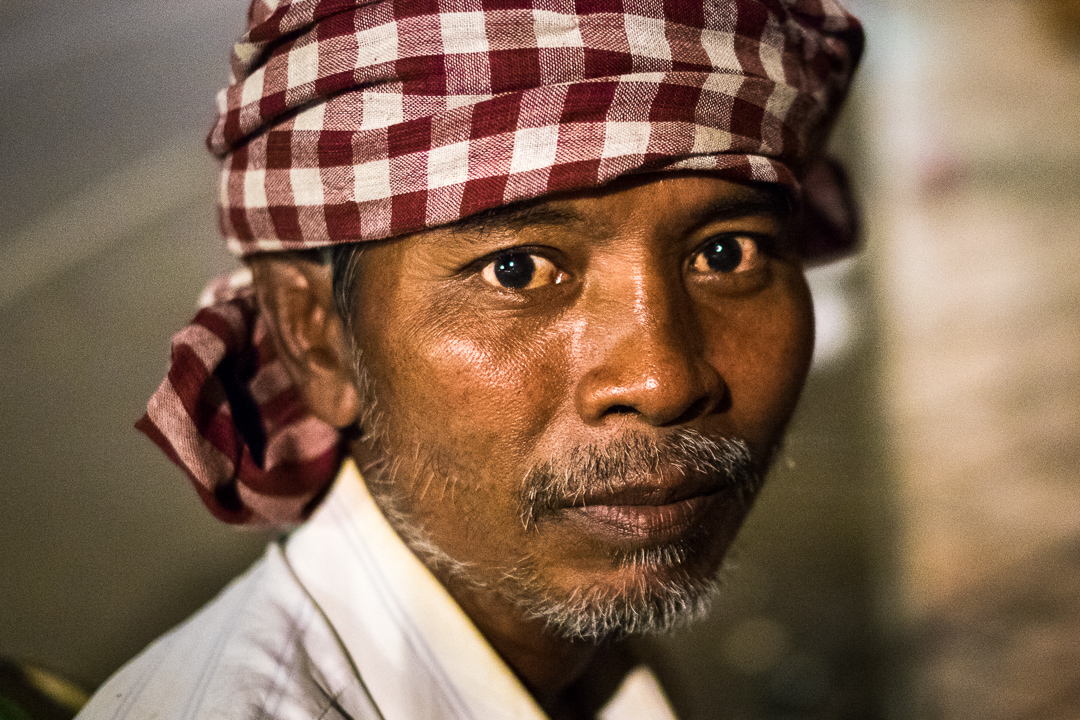 Rickshaw driver of Pnom Penh - Cambodia portrait by Lorenz Berna, travel photographer
