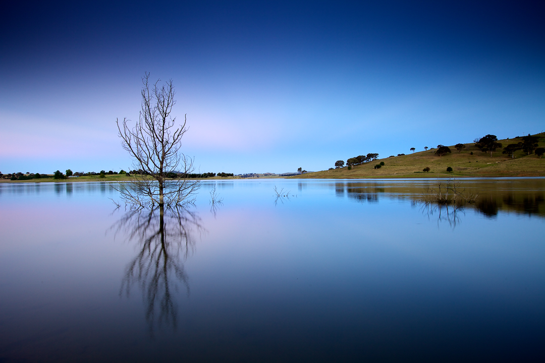 Australia Landscape : Carcoar Dam in New South Wales - Picture by Lorenz Berna, travel photographer
