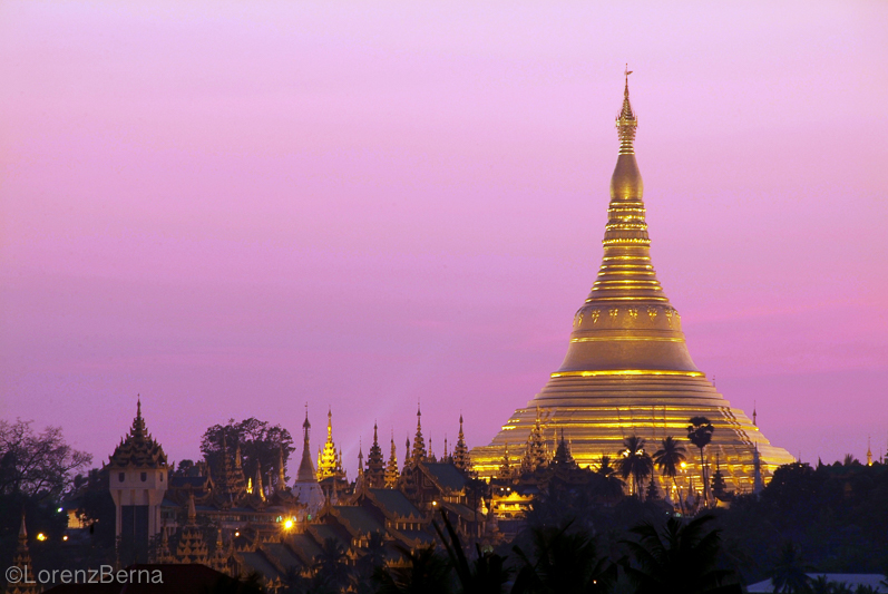 Shwedagon Paya in Yangon - Travel photography by Lorenz Berna from the Myanmar Photo Gallery of the Blog Travelphotospirit.com