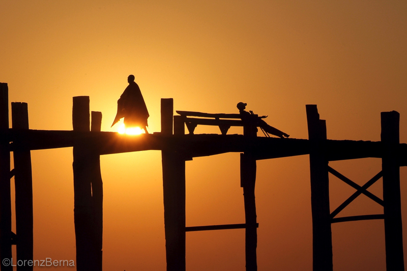 Sunset on U Bein Bridge in Myanmar - Travel photography by Lorenz Berna