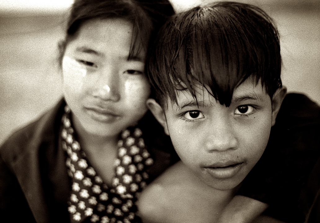 Burmese Brother and Sister - Travel picture by Lorenz Berna for the travel photography blog Travelphotospirit.com. Picture illustrating the Contact Us Page.