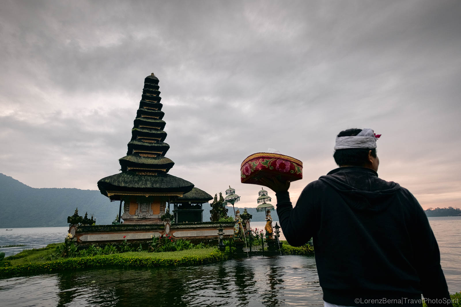 Man with an offering tray at the Pura Ulun Danu Bratan temple, on the Danau Bratan Lake, North Bali, Indonesia.