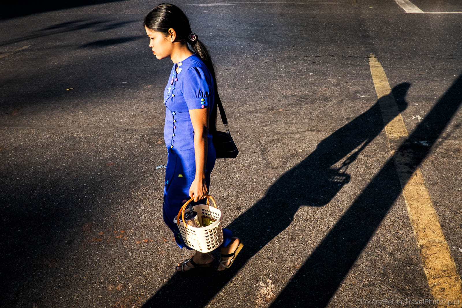 Street Photography in Yangon : playing with the morning lights on a crossroads.