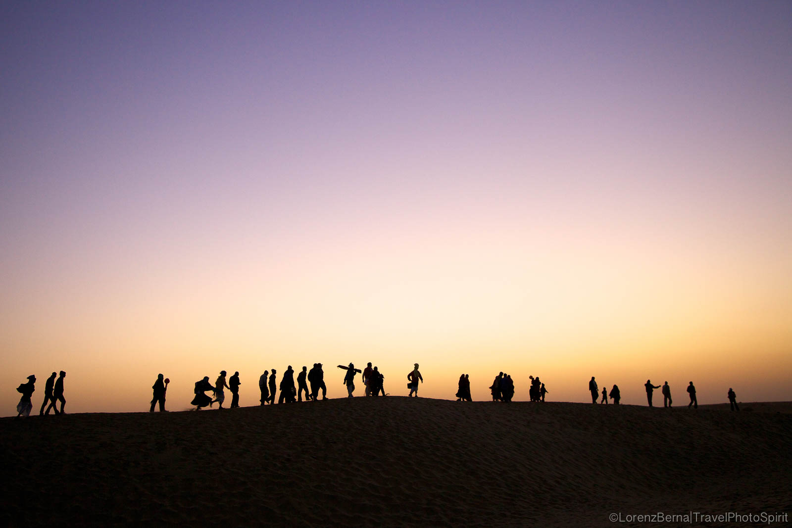 Visitors on their way home from the Desert Festival in Rajasthan - A Lorenz Berna Photography of India