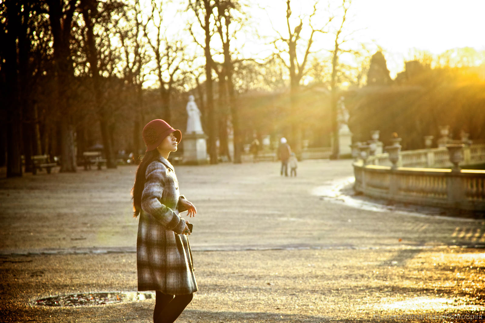 Young woman in the Parc of Luxembourg, Paris