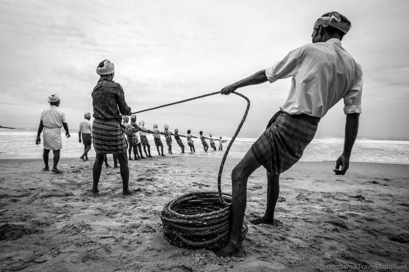 Team of Fishermen pulling the fishing nets out from the sea in Kovalam - A Lorenz Berna Photography of India, Kerala