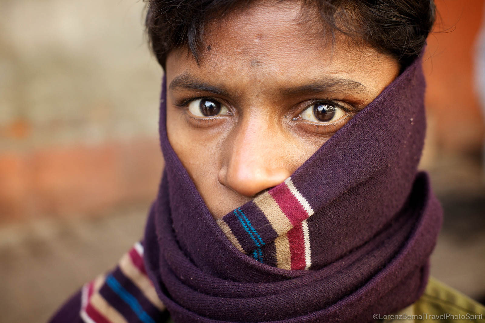 Street Portrait of a young man covered from the cold in a blanket in Old Delhi - A Lorenz Berna travel photography of India