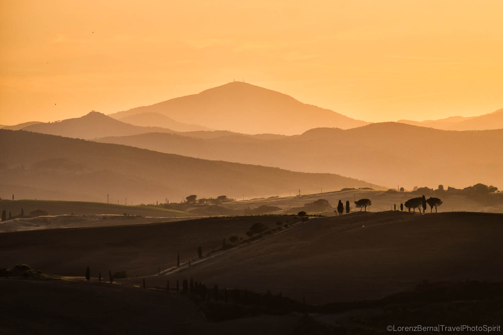 Layers of hills and lights on a Tuscan golden valley - A Lorenz Berna Photography of Italy