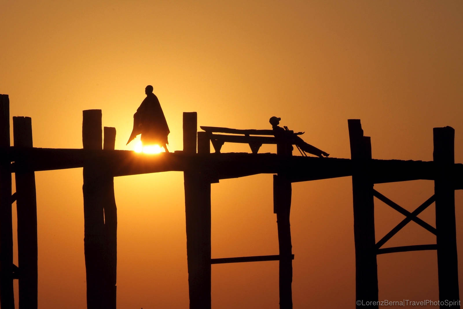 Silhouettes at sunset on the U-Bein bridge in the region of Mandalay - A Lorenz Berna Photography of Maynmar
